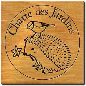 Logo de la charte des jardins montrant un hérisson, une fleur et une mésange